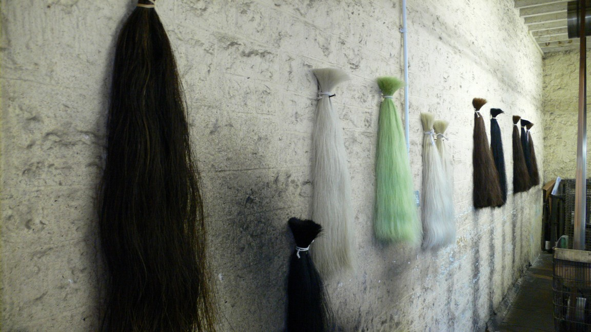 England 2007 John Boyd Textiles Somerset horse hair weaving (2)